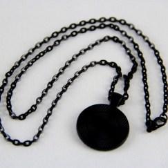 necklace-oval_black