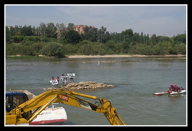 acción directa no violenta contra el dragado del Ebro (ZGZ/10-07-08)