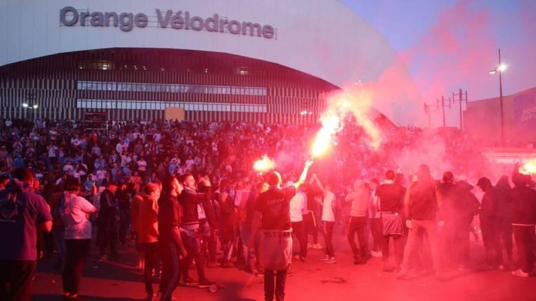 Suporterii lui OM după ce PSG a pierdut finala Champions League cu Bayern. Sursă foto: goal.com