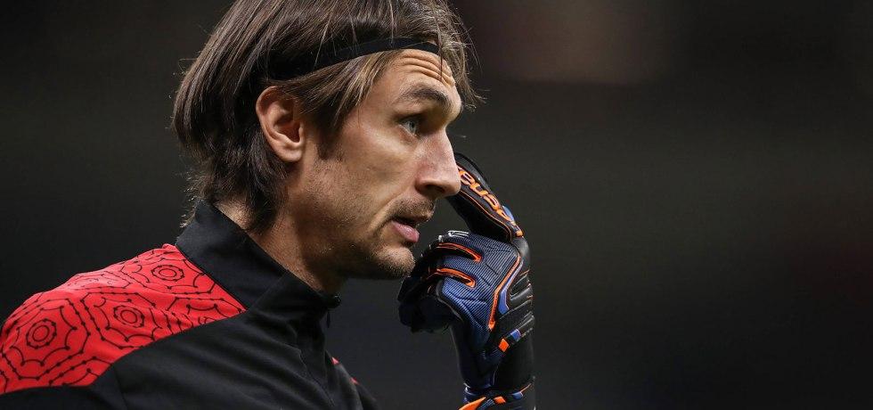Fanii lui AC Milan îl pun la zid pe Tătărușanu. Sursă foto: goal.com