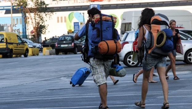 Τουρίστες φτάνουν στα νησιά, αναζητείται ακόμα το… ΕΣΥ!