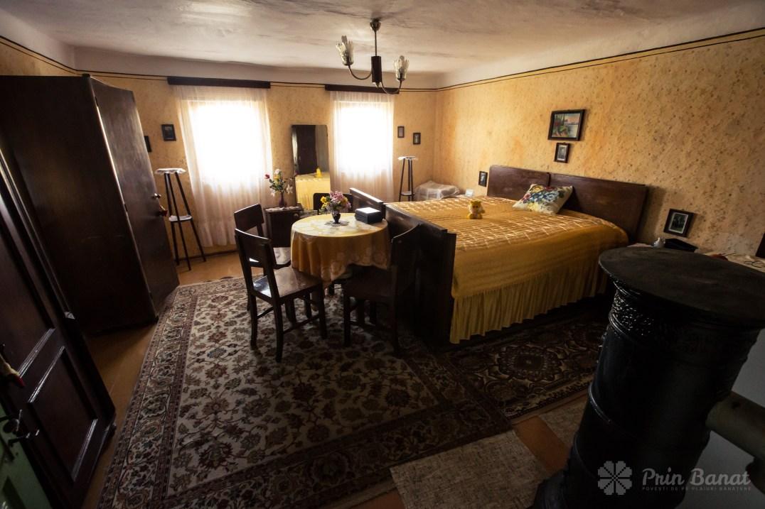 Camera de la stradă din casa Catherinei Zelenak din Clopodia