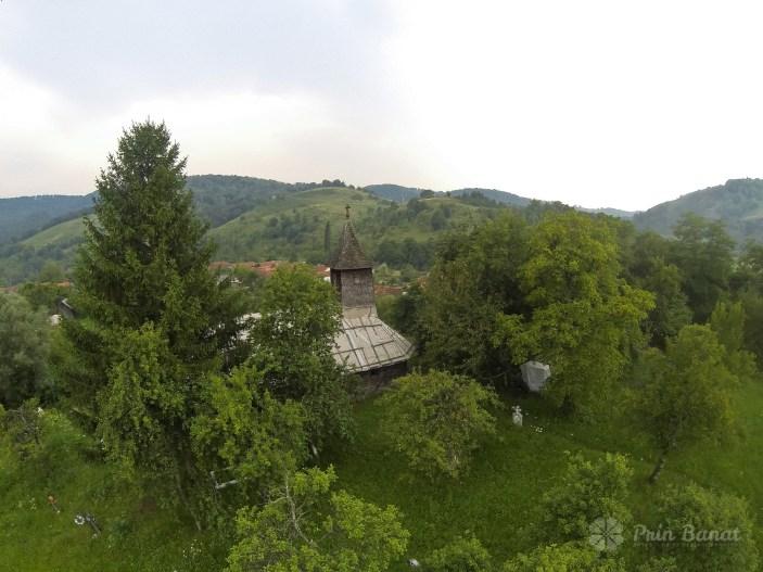 Biserica de lemn din Crivina de Sus văzută din aer