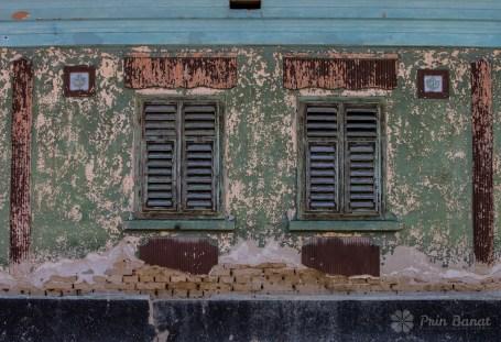 Faţada unei case vechi din Caraşova