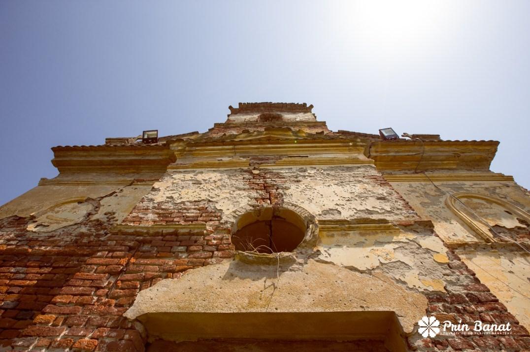 Ruinele bisericii ortodoxe din Nadăş. Copyright Prin Banat 2014-2015. TOATE DREPTURILE REZERVATE.