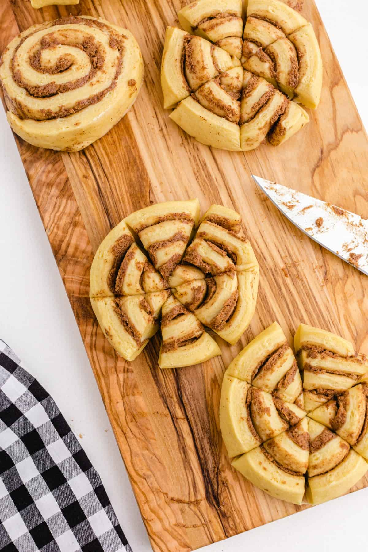Cinnamon buns cut into quarters