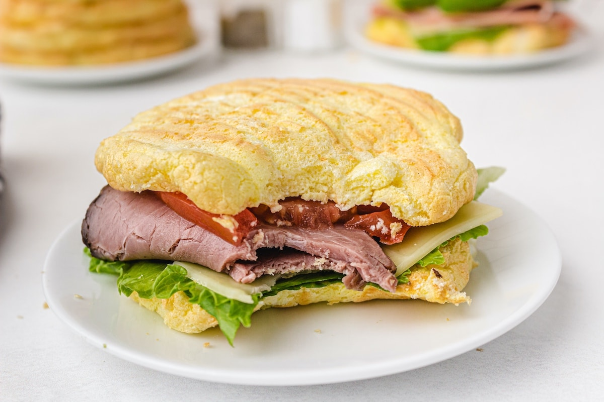 Nebelbrot as a sandwich with ham, cucumber and cheese in it
