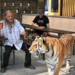 Sa tigrom u šetnju, pa u kafanu!
