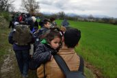refugees-migrants-greece-macedonia-river (4)