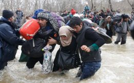 refugees-migrants-greece-macedonia-river (7)