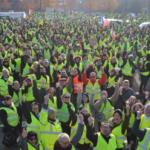 Pozivaju na blokadu aerodroma: Žuti prsluci optužuju Makrona da će predati zemlju migrantima!