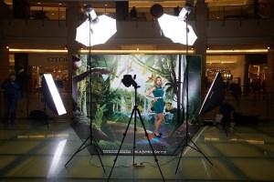 Фотостудия на фоне 3D баннера