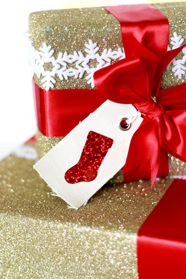 Make some GORGEOUS presents with this tutorial on how to make Expressions Vinyl Sparkly HTV Stocking Gift Tags!
