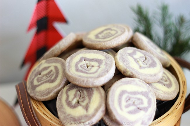 Sugar cookies that look like slices of wood