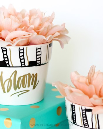 This pretty Hand Lettered Flower Pot is SO easy to make with Sharpie Painting Pens! The possibilities to create with these are endless!