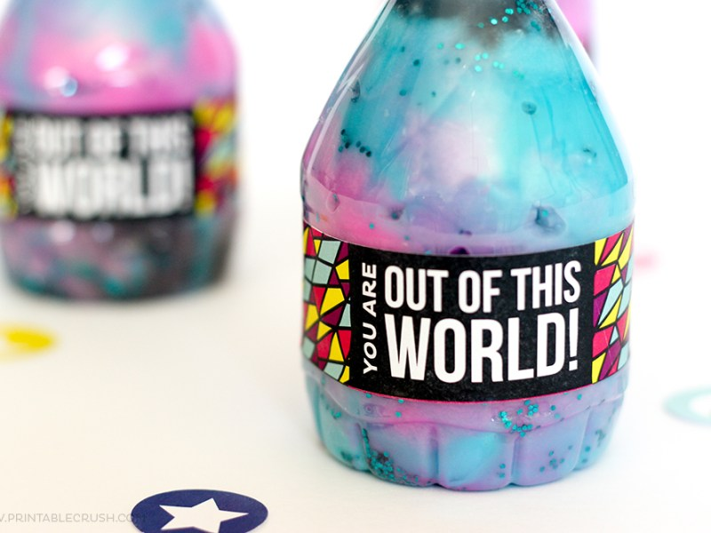 This Mini Galaxy Jar Printable would be perfect for an outer space themed party! It would be a simple, inexpensive and GORGEOUS party favor!