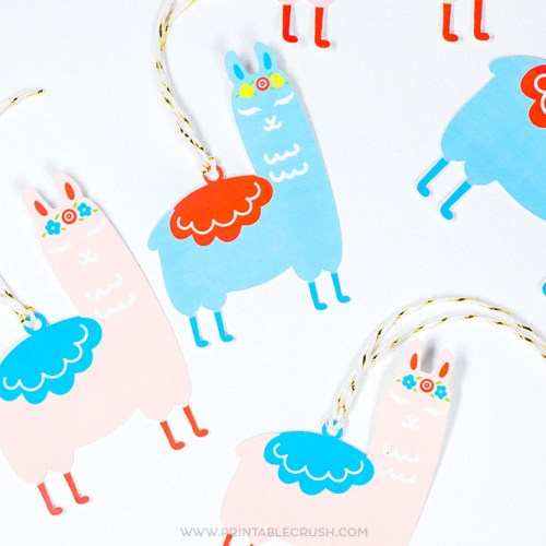 Make Llama Gift Tags using the Cricut Maker and these adorable SVG Files.