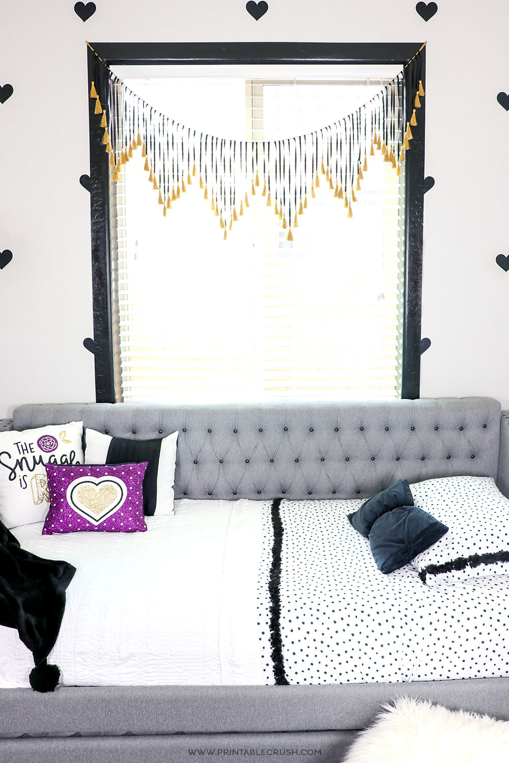 This Easy DIY Faux Heart Wallpaper is SO easy to make with Cricut Vinyl!