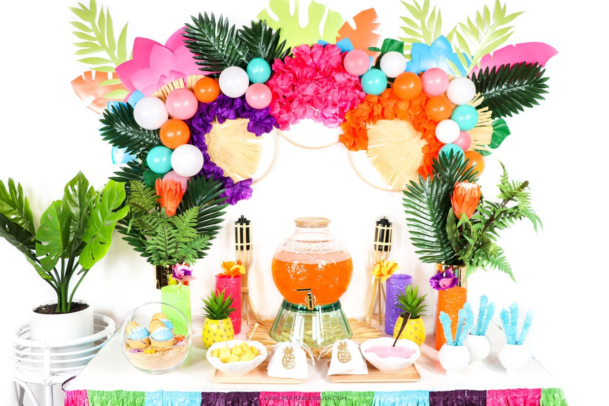 These luau party ideas are perfect for kid summer parties!