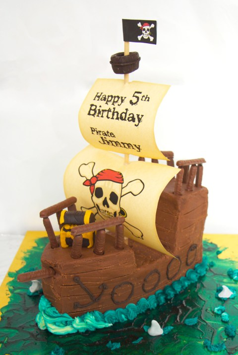This is an image of the finished pirate ship cake.