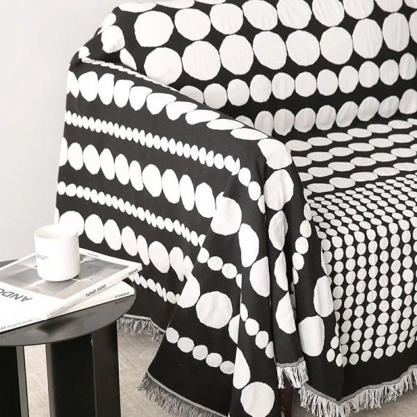 Black & White Dots