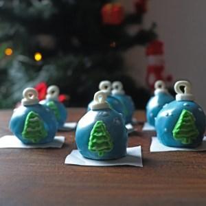 imagem de fudge em forma de bola de natal
