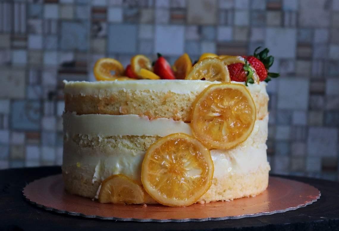imagem bolo de limão siciliano com frutas vermelhas
