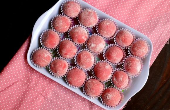 imagem prato de brigadeiro rosa