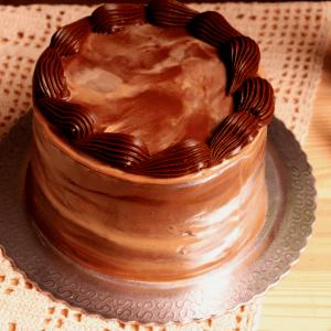 Imagem bolo chocolate com maracuja