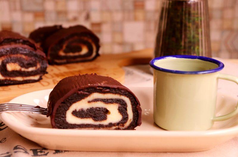 Rocambole de bolo pronto com recheio de leite em pó