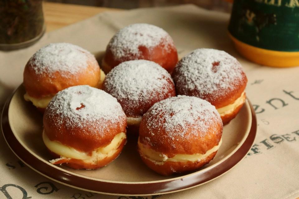 imagem com prato de sonhos de padaria