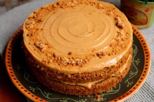 imagem de bolo nozes com cafe