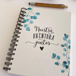 """Interior del planificador de Bodas para novias.Portada decorada con al Frase """"Nuestra aventura Juntos"""""""