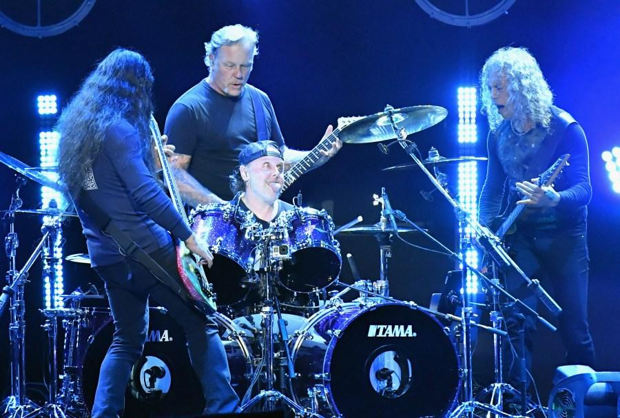 Metallica proyectará en autocinemas su primer concierto de 2020