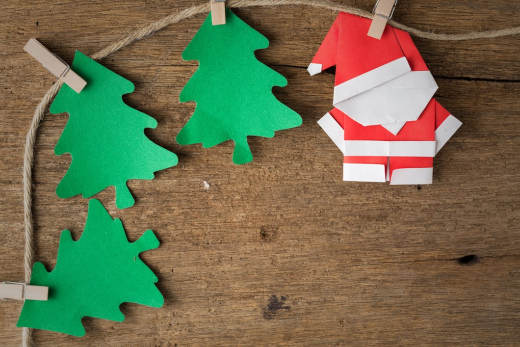 How to make your own christmas decorations using paper for How to make your own ornaments ideas
