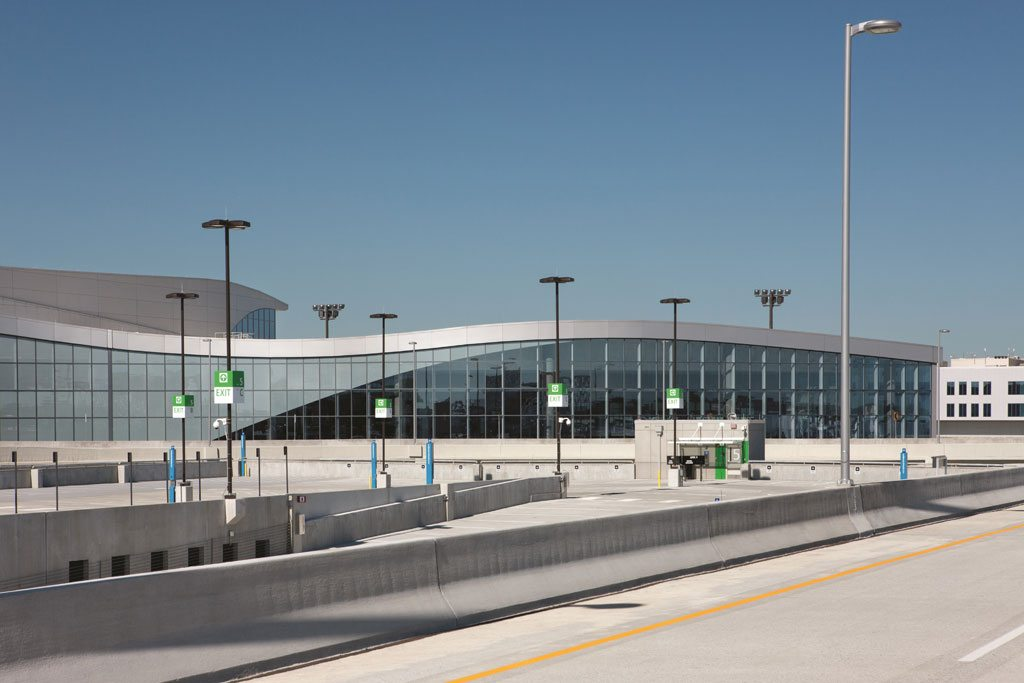 The exterior curtain wall of the Maynard H. Jackson Jr. International Terminal features 264,000 pounds of aluminum extrusions painted with Duranar XL coatings by PPG. Photo: Chris Cunningham Photography