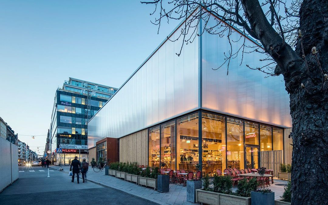 Temporary 'wooden box' becomes attractive market hall