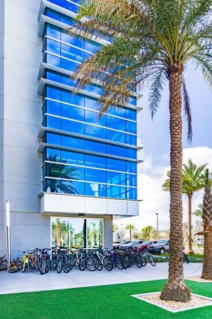 Tubelite's systems feature Viracon glass to help manage Florida's sunshine, maximizing the window-to-wall ratio and exceeding current domestic energy code requirements. Photo: Charles LeRette