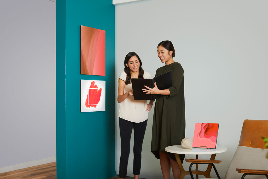 Pantone Announces the Color of the Year 2019: PANTONE® 16-1546 Living Coral. Courtesy of Pantone