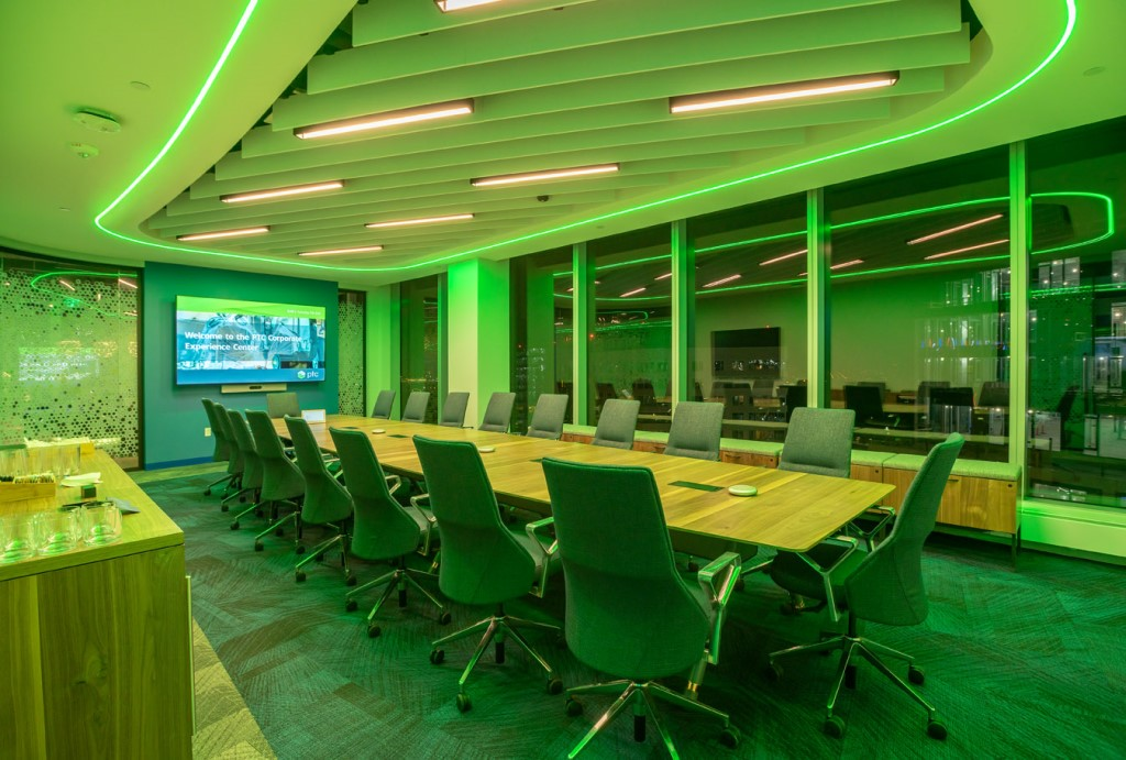 The Corporate Experience Center (CXC) features six customer meeting rooms, each with programmable curved LED lighting and curved glass walls. Photo credit: Warren Patterson Photography