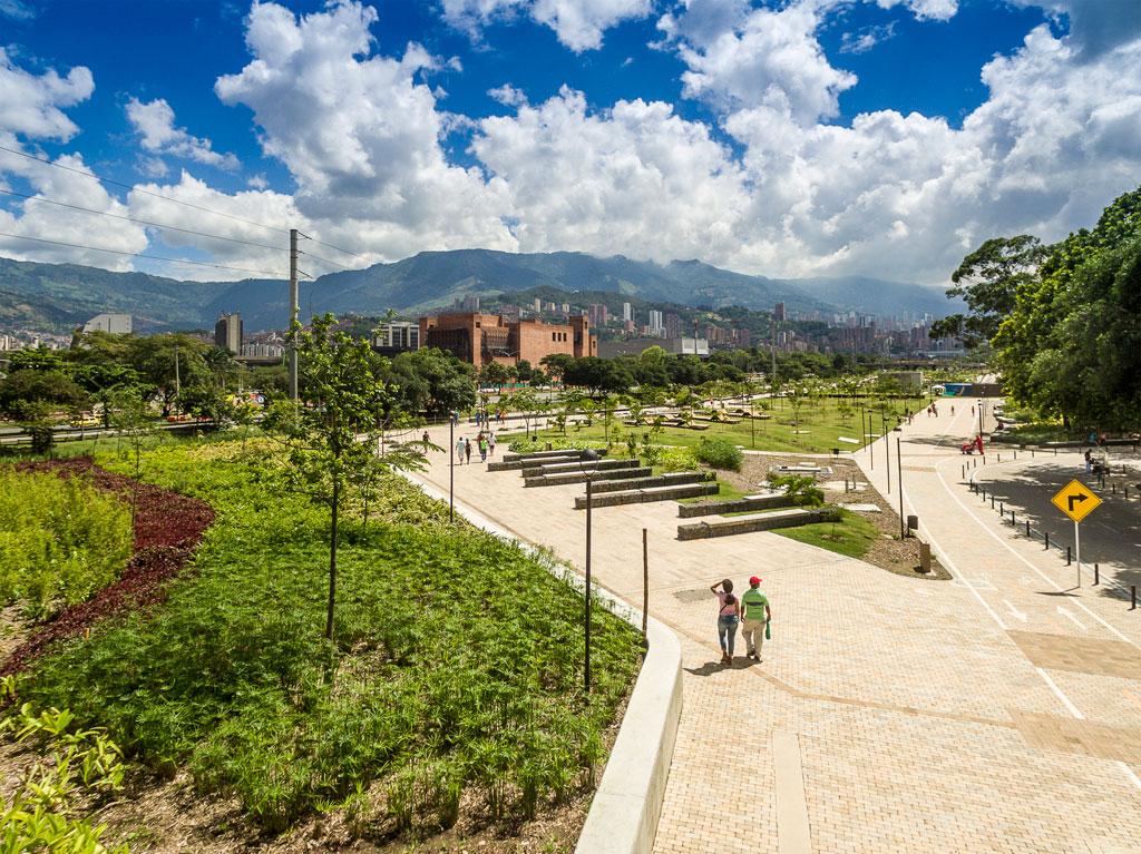 Medellin River Parks / Botanical Park Masterplan by Sebastián Monsalve Arquitectura. Credit: by ALEJANDRO ARANGO