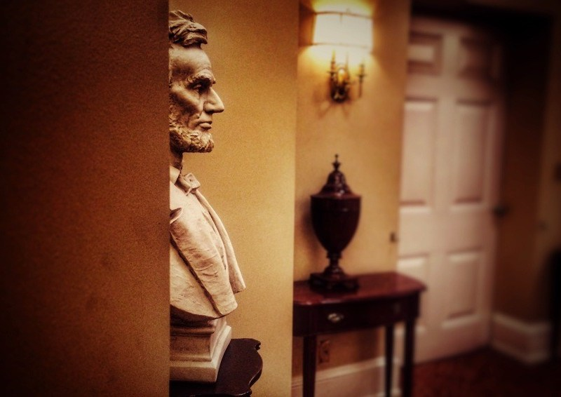 lincoln-in-the-west-wing_t20_wawylK.jpg