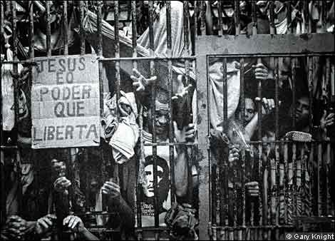 Overcrowding at Polinter pre-trail detention centre, Rio de Janeiro © Gary Knight, VII Agency