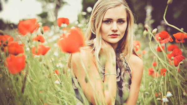 Красивые фото девушек с цветами - скачать, смотреть бесплатно