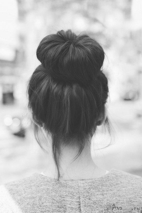 Девушки брюнетки со спины с длинными волосами на аву