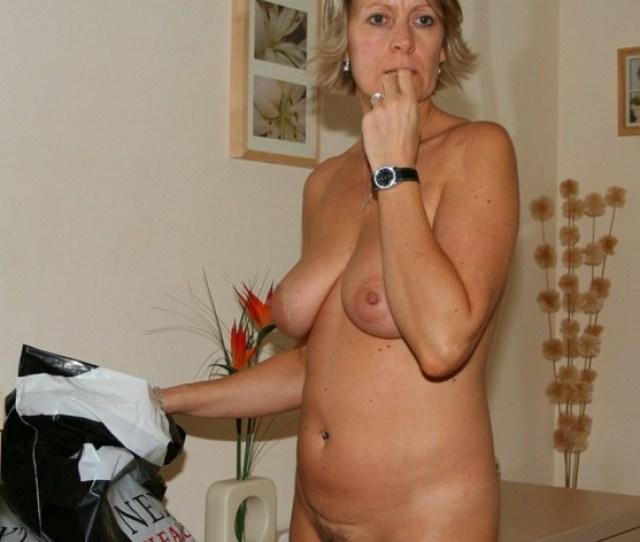 Gorgeous Wife Completely Nude
