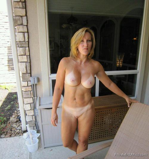 Blonde Amateur Milf Naked Outside