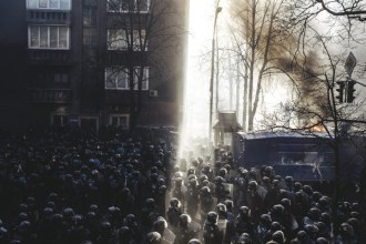 Riot police began to storm Maidan after clashes on Shelkovichna street.