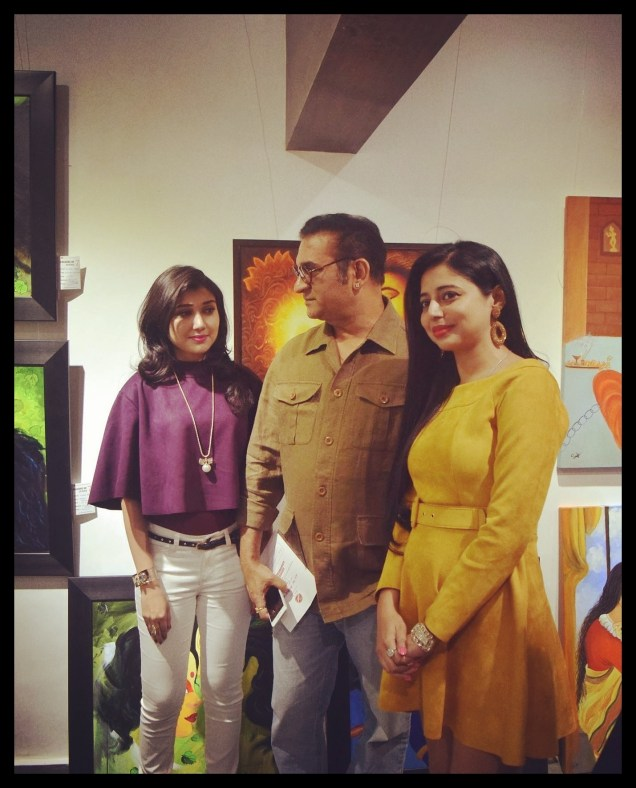 felicitatation-of-astrologer-priyanka-sawant-in-painting-exhibition-at-the-easel-art-gallery-juhu-2