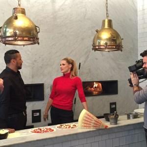 """Kena Amoa (RTL Exclusiv) mit Michelle Hunziker für """"30 Fragen an"""", Verena Bender, Presse, Medien, PR, PRblog, PR Expertin, PR Coaching, Dozentin"""
